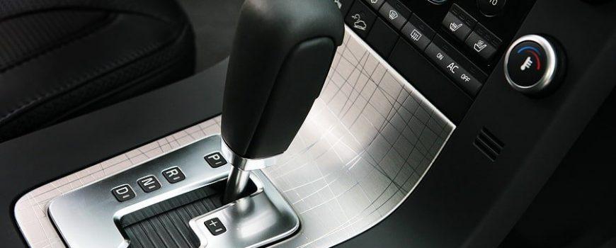 Kinh nghiệm lái xe số sàn và xe số tự động: Sử dụng phanh an toàn và hiệu quả
